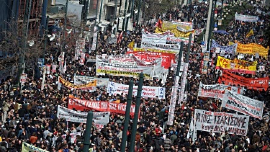 Стачки срещу икономическата политика на правителството парализираха Гърция и през миналата седмица