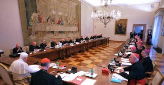 Епископи и други високопоставени католически духовници насилили около 1000 деца