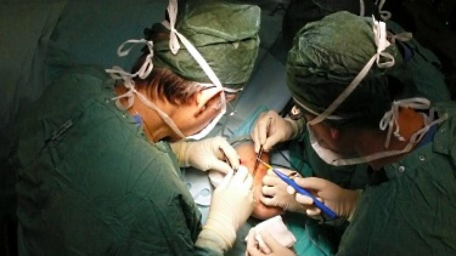 Хирурзи се сбиха в операционна