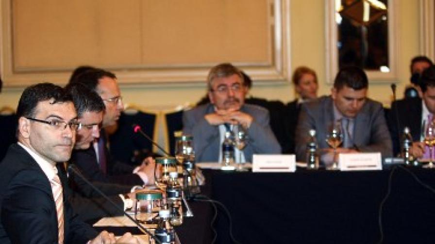 Финансовият министър Симеон Дянков обсъди във вторник антикризисните мерки с представители на бизнеса