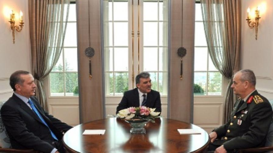И в Турция правителство и съд в остър спор