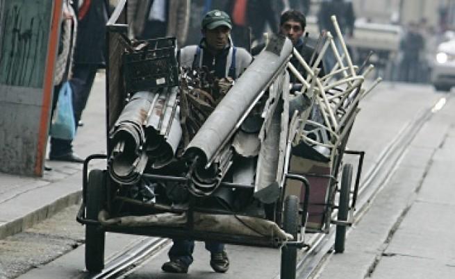 Роми окупираха завод - остават без кабели