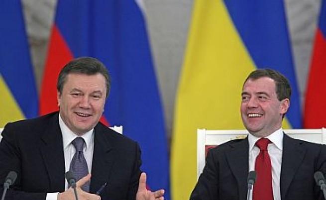 Янукович сложи кръст на НАТО и евронадеждите