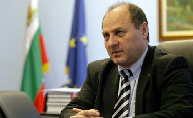 Българите искат досиетата на всички публични личности