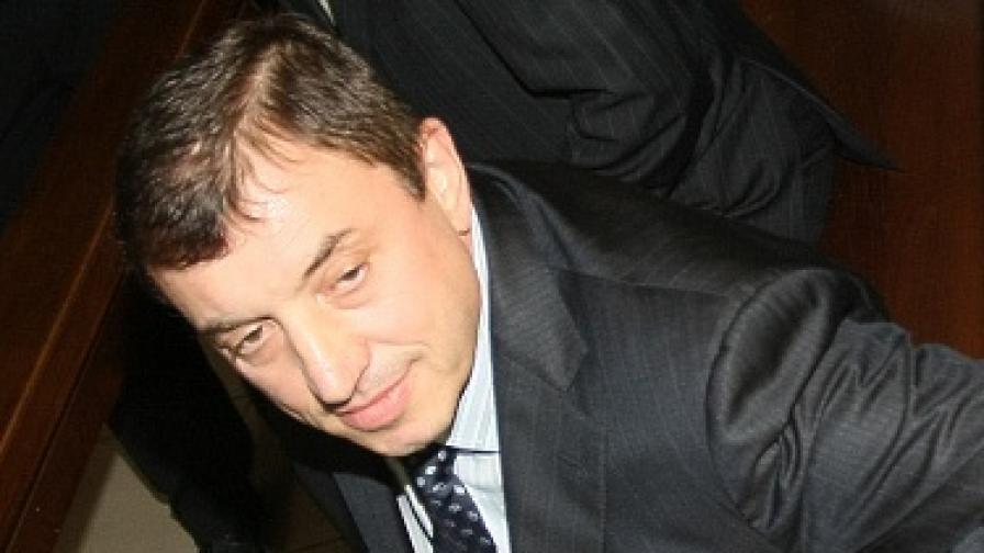 Днес Алексей Петров дойде в съда без патерици