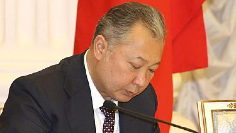 """Сваленият киргизки президент """"под закрила"""" в Беларус"""