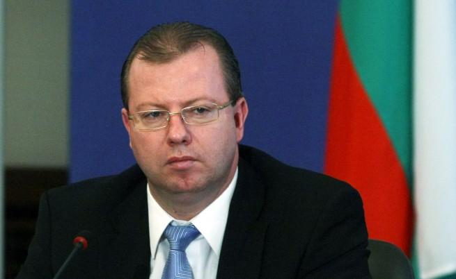 Шефът на НАП: Ще има още арести на служители