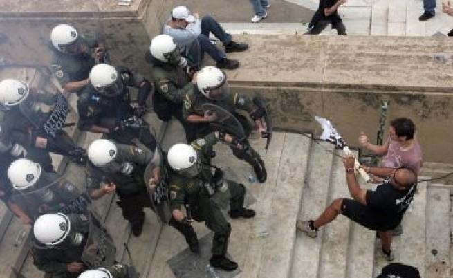 Папуляс: Гърция е на ръба на пропастта