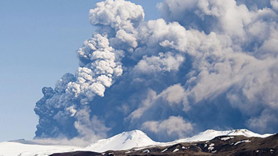 Затвориха 19 испански летища заради вулканичната пепел
