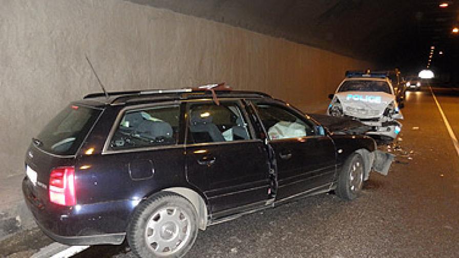 Седем ранени при сблъсък на ауди с патрулка