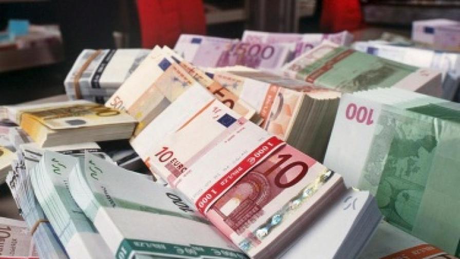 Чака ли ни паритет евро-долар?