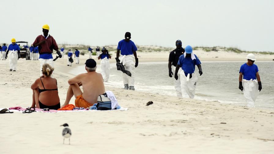 Учени: Има ужасяващи пластове петрол под водата