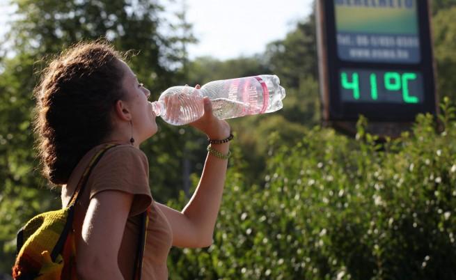 Кандидат-студентите да пият по една студена вода
