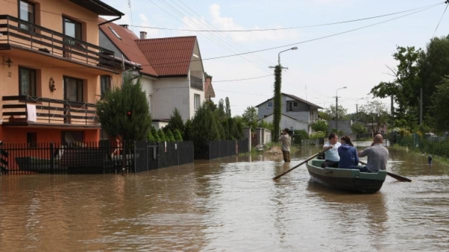 Вече 12 са жертвите от наводненията в Полша