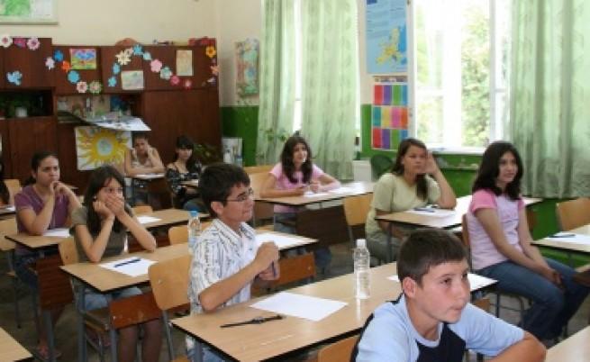 Седмокласниците на изпит по български език и литература