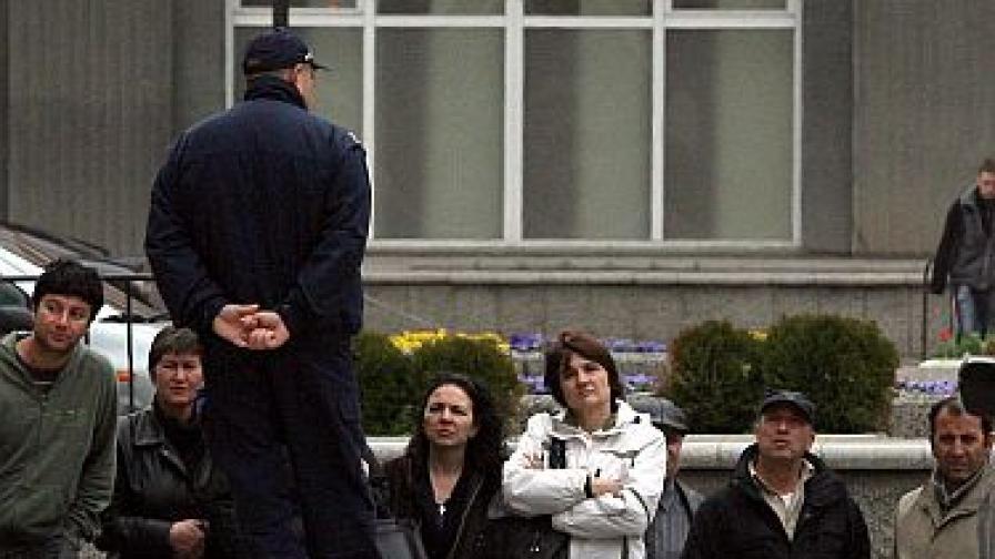 Полицаите в България, Румъния и Франция все още не се ползват с особено доверие