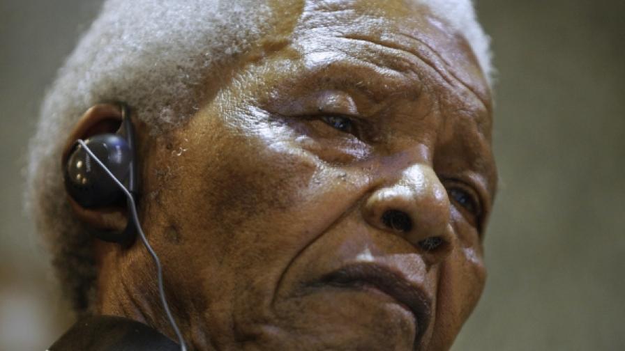 91-годишният Нелсън Мандела на сесия на южноафриканския парламент, посветена на 20-годишнината от излизането му от затвора (снимка от 11 февруари 2010)