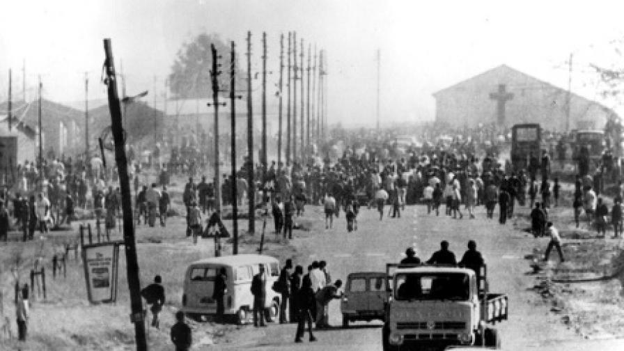 Годишнина от окървавен бунт нахъсва южноафриканския тим