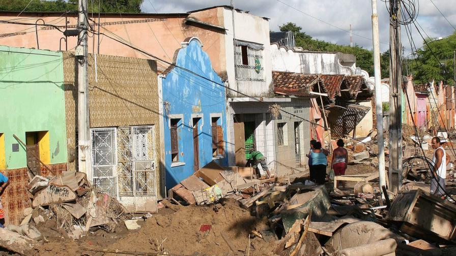 Юнски порои взеха над 40 жертви в Бразилия