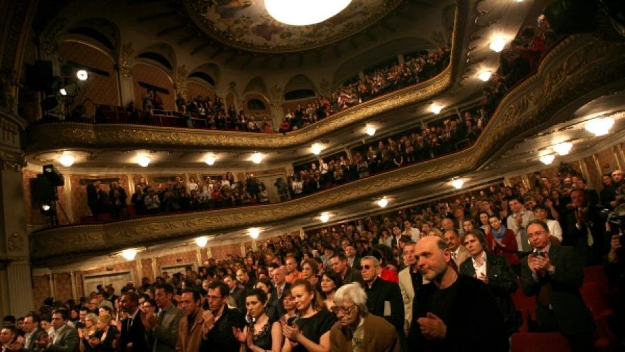 Поне половината българи обичат театъра