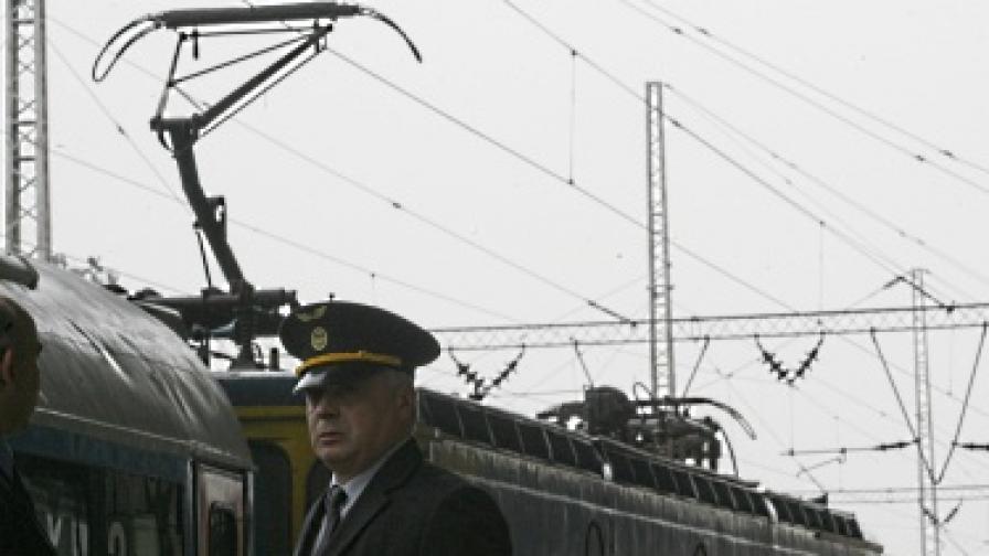 Кола се блъсна във влака Ямбол-София
