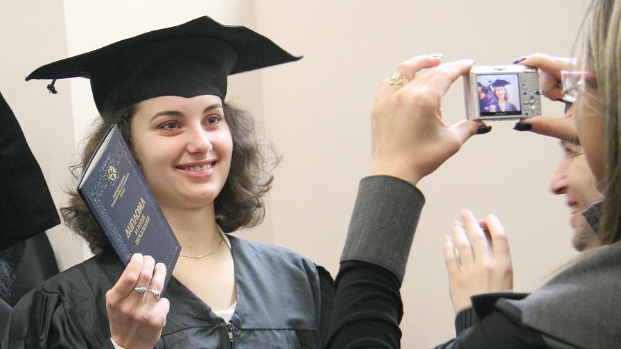 Отново ще има платено обучение за бакалаври