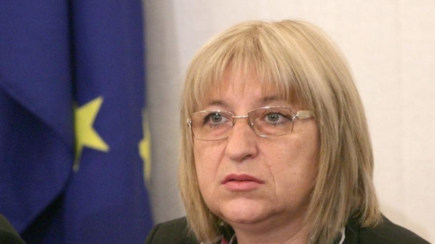 Цецка Цачева се извини на българските граждани