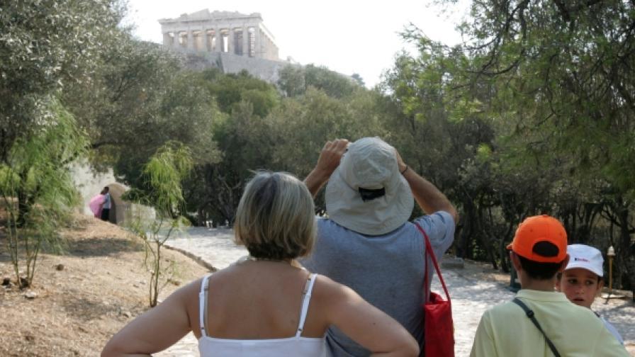 Гърция: Стачките съсипват туризма