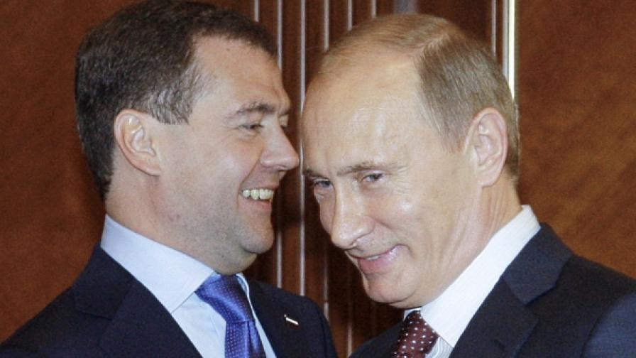 Спада доверието към Путин и Медведев
