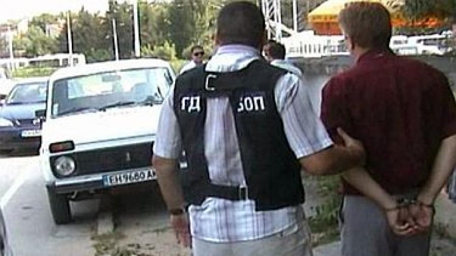 Задържаха двама общинари в Плевен за подкуп