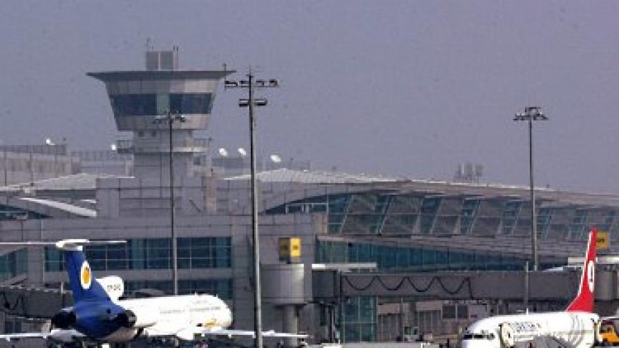 Четири инцидента със самолети в рамките на няколко часа