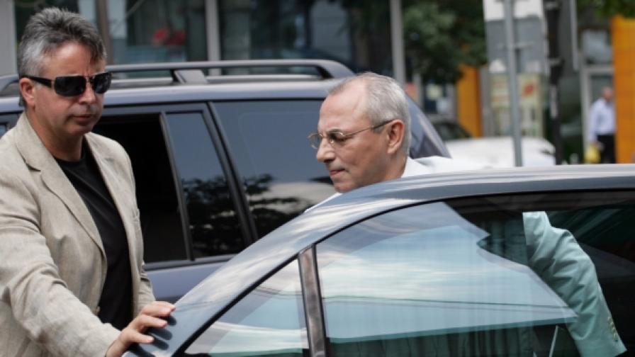 Ахмед Доган не ходи в парламента, но веднъж седмично влиза в централата на ДПС (снимка от 13 юли 2010)
