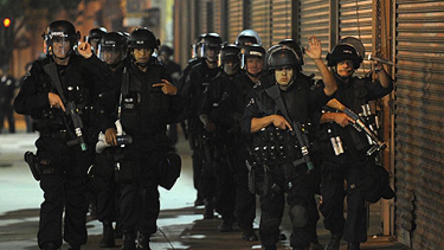 Втора нощ размирици в Лос Анджелис