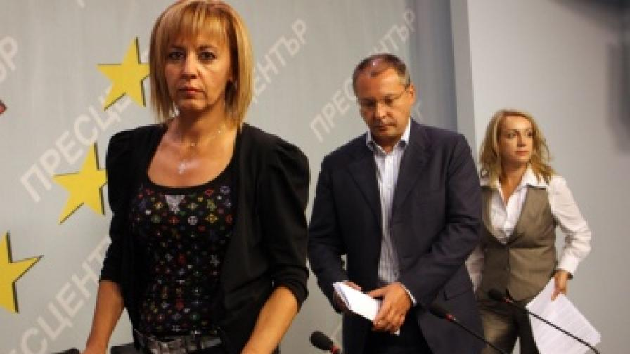 Депутатът от КБ Мая Манолова и председателят на БСП Сергей Станишев на пресконференция в централата на партията, на която поискаха оставката на здравния министър Анна-Мария Борисова