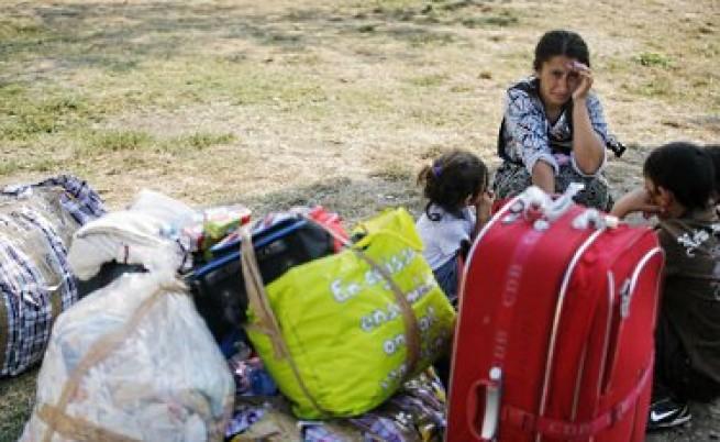 Ангелови - едно ромско семейство, експулсирано от железопътен подлез в Бобини