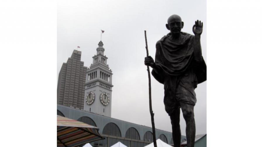 Златко Паунов. Паметник на Махатма Ганди, 2002 (на пристанището в Сан Франциско, САЩ и в Делхи, Индия)