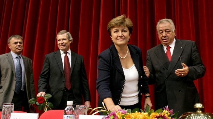 На откриването на учебната година в УНСС: (отляво) министър С.Игнатов, посланик Дж. Уорлик, еврокомисар Кр. Георгиева, ректорът Б. Бориславов