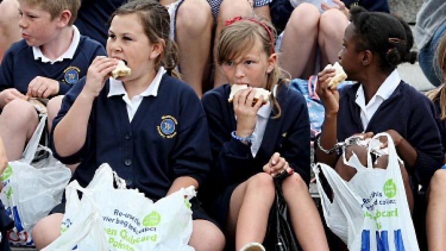 Джобните на британските деца с рекорден спад