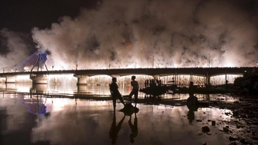 Във Виетнам много си падат по фойерверките и дори уреждат международни състезания за най-ефектна илюминация (снимка от състезанието през 2008 г.)