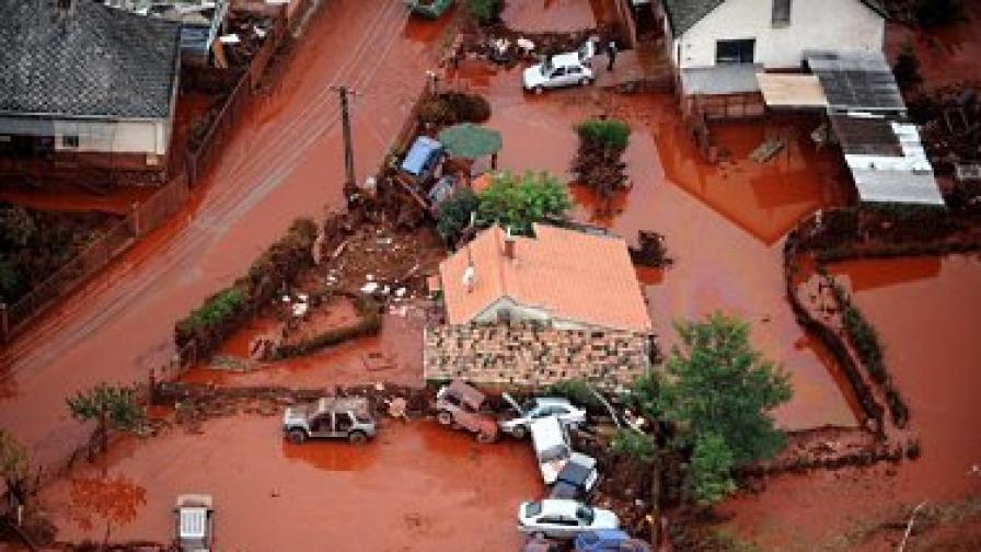 Осем души загинаха след изливането на 4 октомври на червена тиня от хвостохранилище с размер 10 хектара