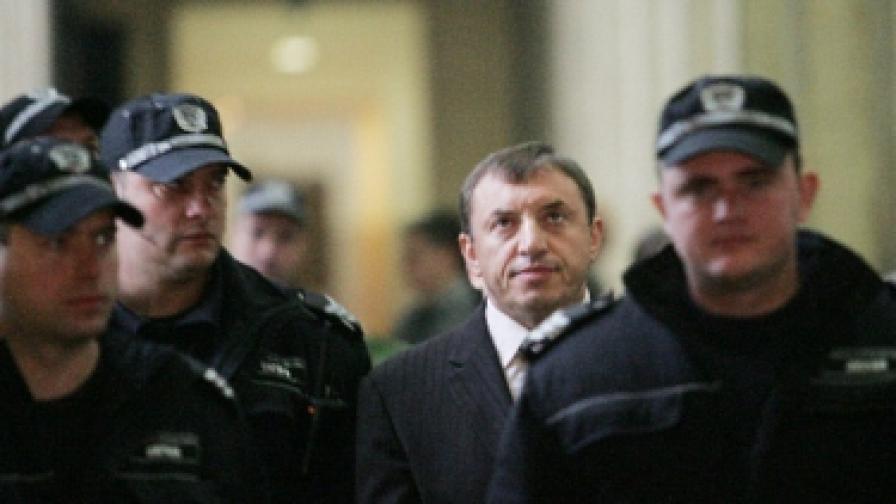 Съдът пусна Алексей Петров под домашен арест
