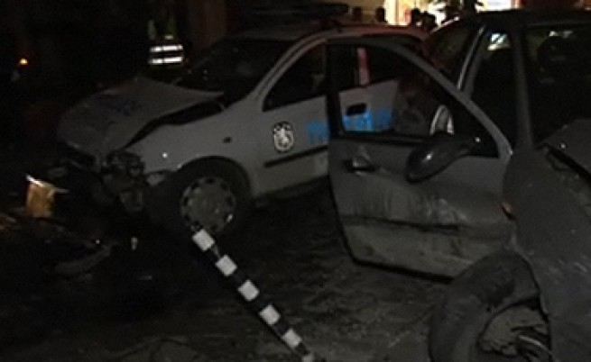 Трима полицаи пострадаха заради пиян шофьор