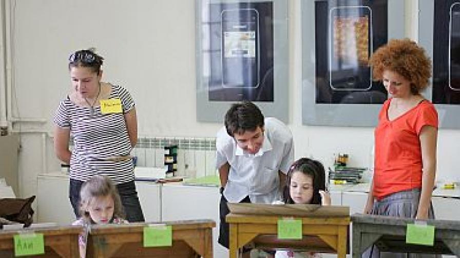 Младежи без опит стават учители