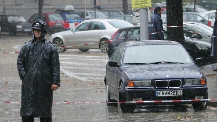 Осъждан се прицели с кола в президентството