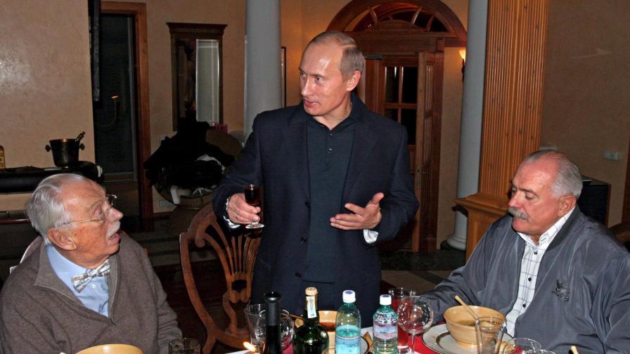 Никита Михалков кълне демокрацията в манифест