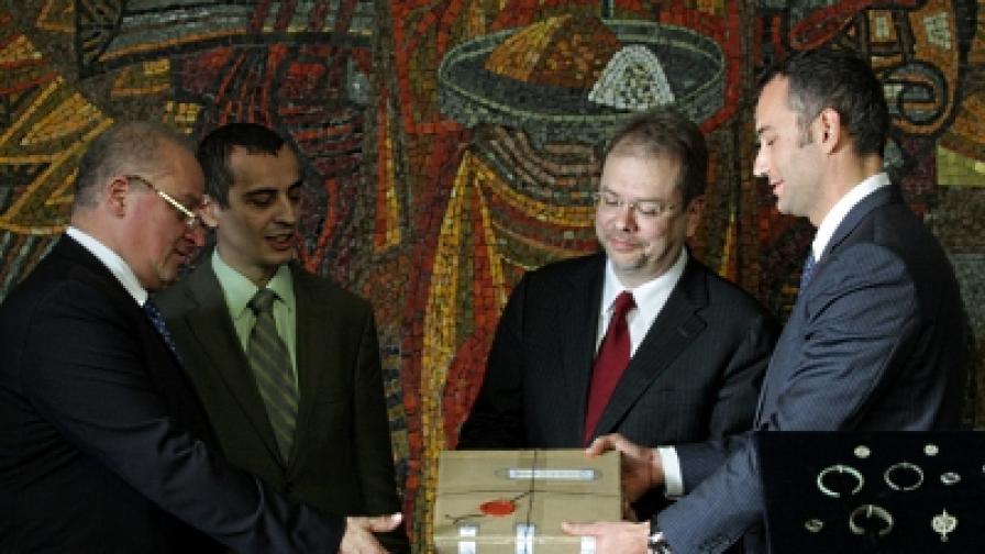 Античните монети и предмети са билизаловени през 2008 г. в процес на трафик в Канада