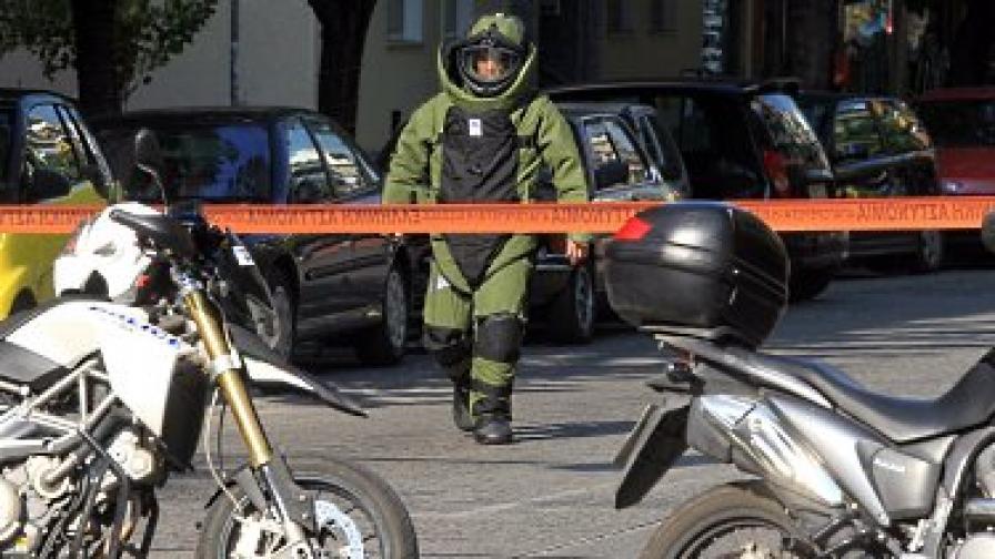 Пакет с бомба и за френското посолство в Атина