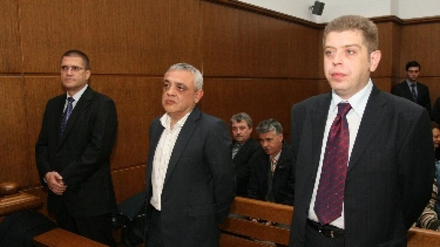 """Следовател твърди, че получил 20 хил. евро за """"смачкване"""" на дело срещу Николай Цонев"""