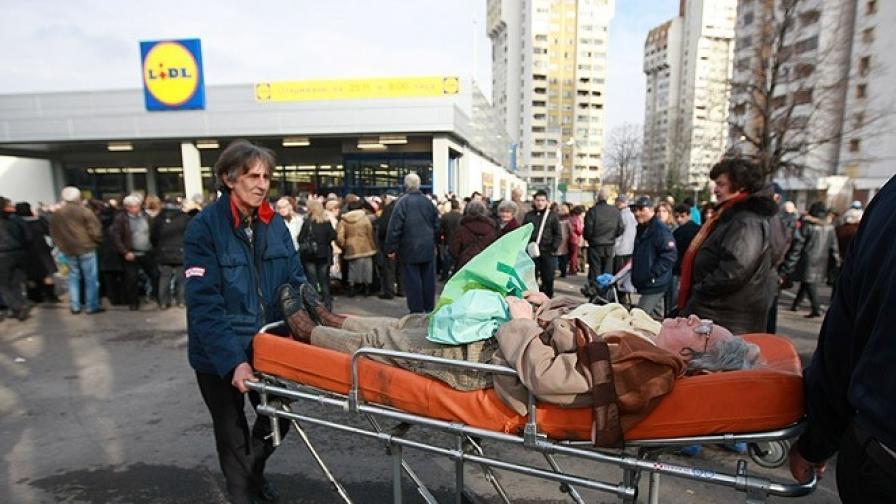 """Пред """"Лидъл"""" имаше и припаднали, дойдоха линейки..."""