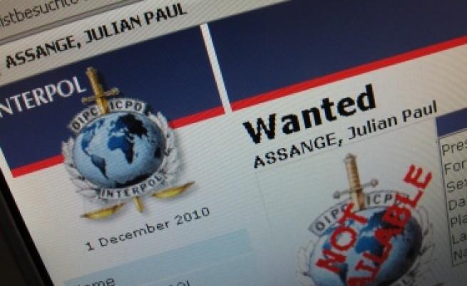 Асандж бил във Великобритания, но в заповедта за арест имало грешки